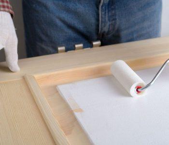 cómo imprimar madera para pintar